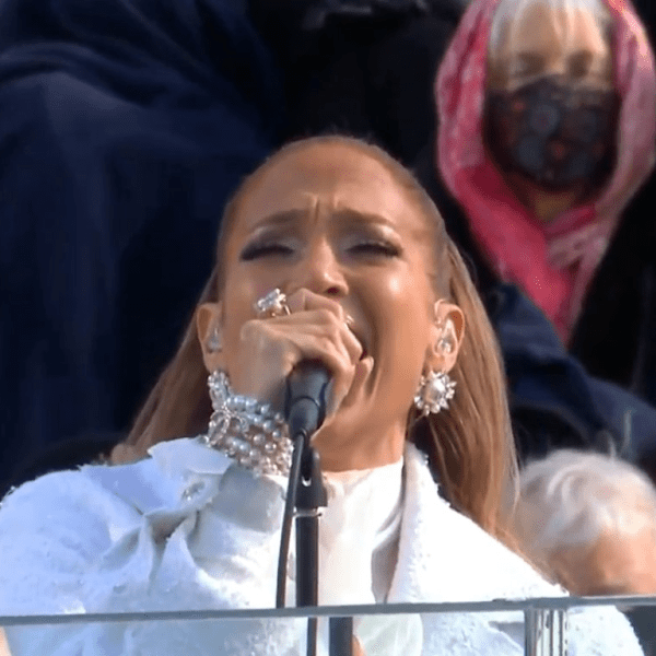 Jennifer Lopez canta na posse de Joe Biden (Foto: Reprodução)