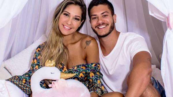 Após barracos nas redes sociais, Mayra Cardi e Arthur Aguiar reatam relacionamento