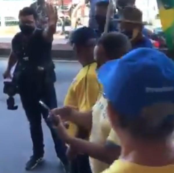 bolsonaristas agridem fotografo