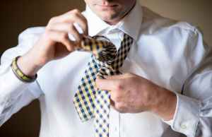 cara memasang dasi