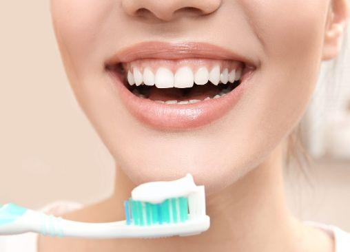 gambar orang sikat gigi