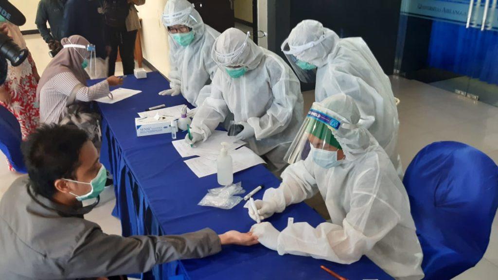 Ada Syarat Rapid Test, Unair Galang Ribuan Bantuan Tes Gratis