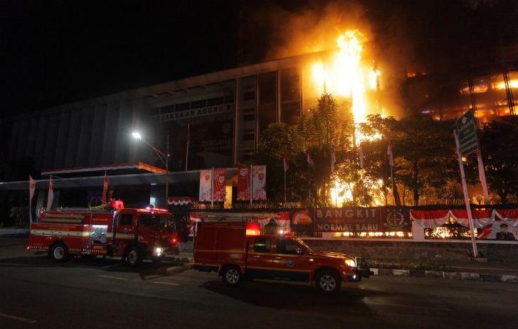 Kebakaran Kejagung, Sudah 27 Unit Pemadam Dikerahkan