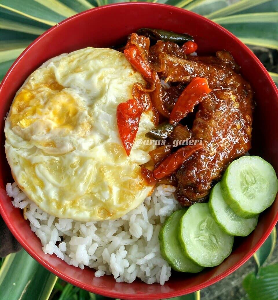 .  Assalammu'alaikum temen-temen IG.. ceritanya ini rice bowl murah meriah.. pak...