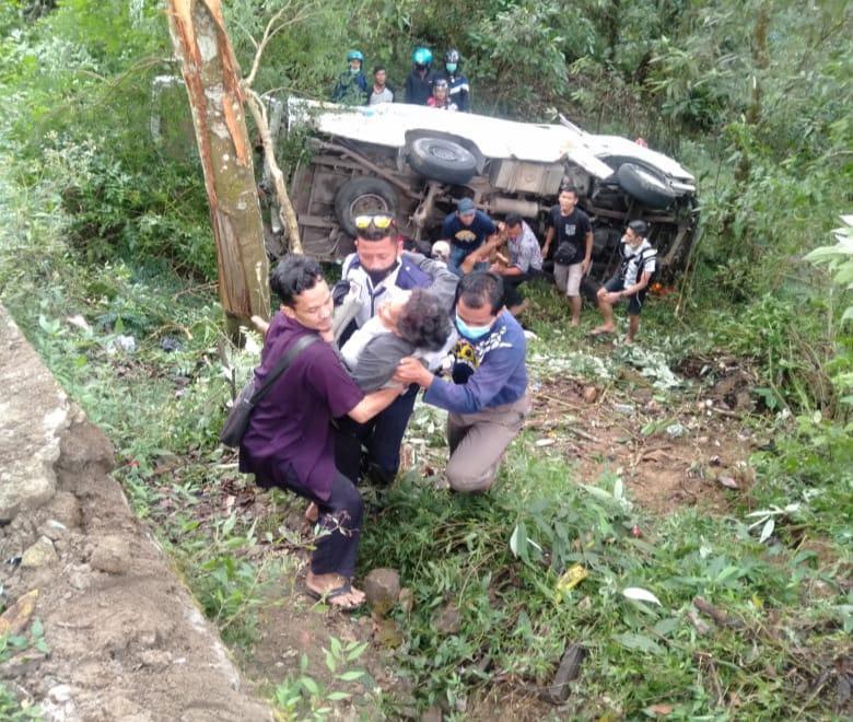 Libur Panjang Bawa Petaka, Bus Wisata Masuk Jurang Gunung Lawu, 1 Tewas 8 Terluka