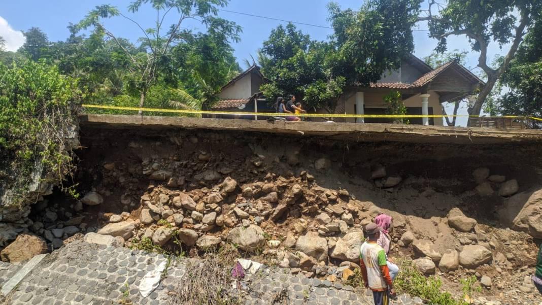 Jalan Penghubung Antar Desa di Desa Mantingan Mojokerto Rawan Amblas