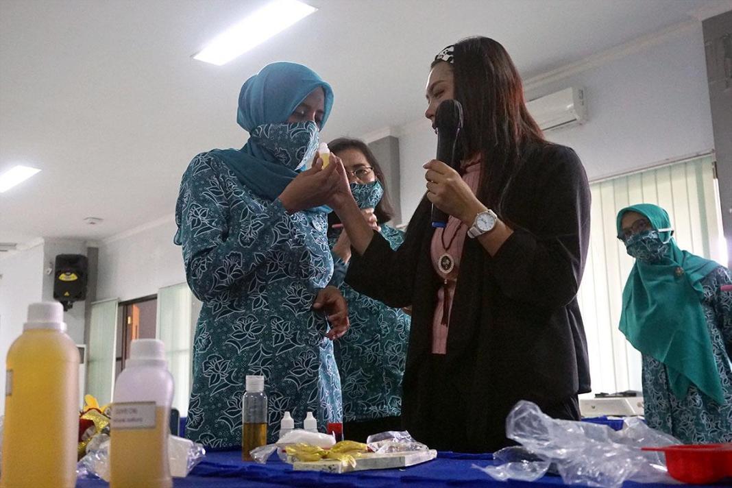 PKK Kota Kediri Manfaatkan Limbah Minyak Jelantah untuk Membuat Sabun