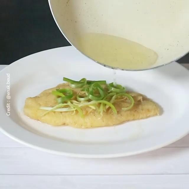 Info kuliner, Bikin ikan tim ala hongkong yuk, ini pake bahan bahan yang halal loh! Bahan untuk Ikan Tim: – I…
