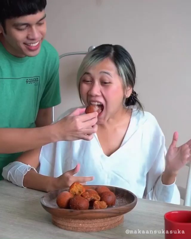 Info kuliner, Bola Ubi BTW, ini bikinnya bukan bola ubi yang kopong tapi teteupppp nikmat loh!  Cr : @makaans…