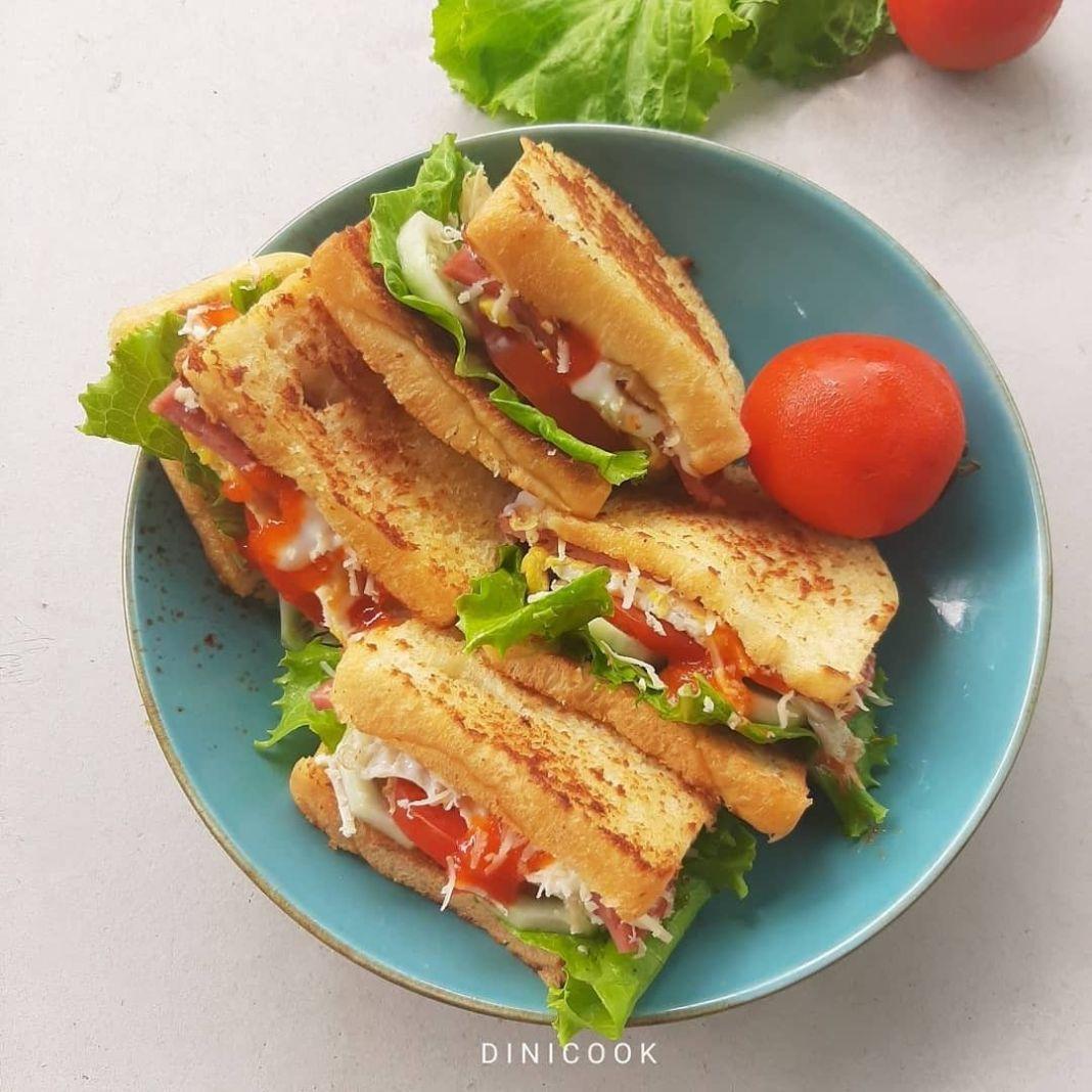 Info kuliner, Sandwich Cocok banget nih untuk sarapan kalau lagi bosen makan nasi~   Bahan untuk 1 sandwich :…
