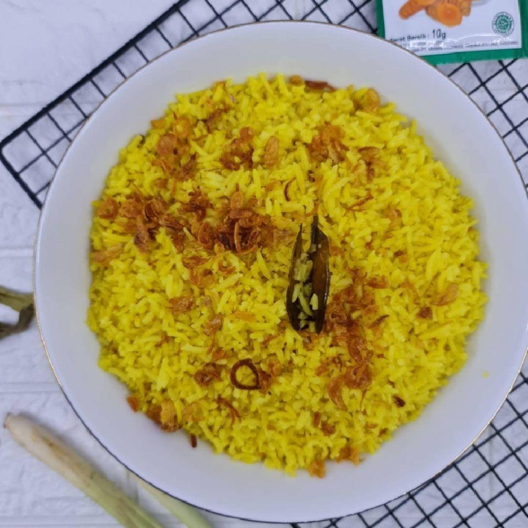 Info kuliner, Nasi Kuning Beras Basmati  untuk yang mau bikin acara tumpengan dapat banget nih  Bahan : 400gr b…
