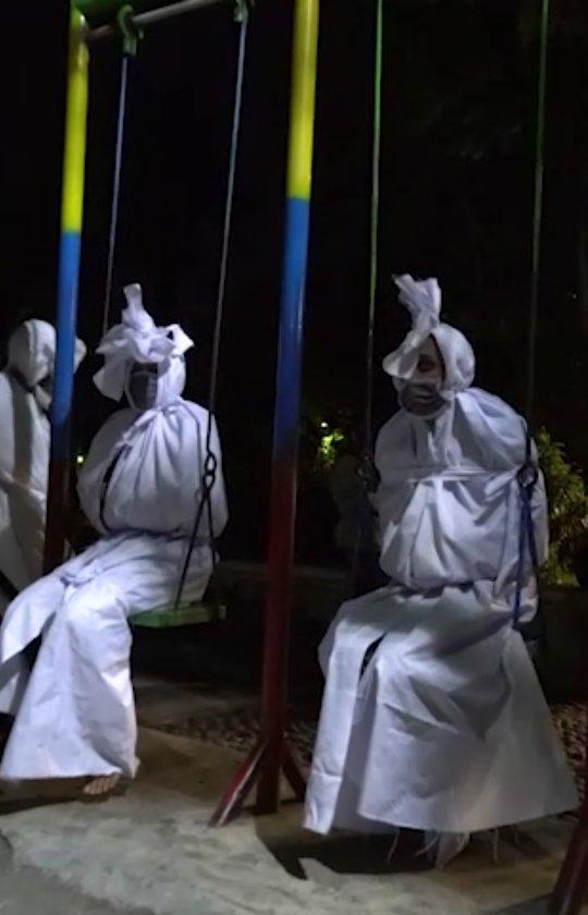 Sidoarjo – Aksi teatrikal dalam memberikan sosialisasi protokol kesehatan yang dilakukan oleh S…