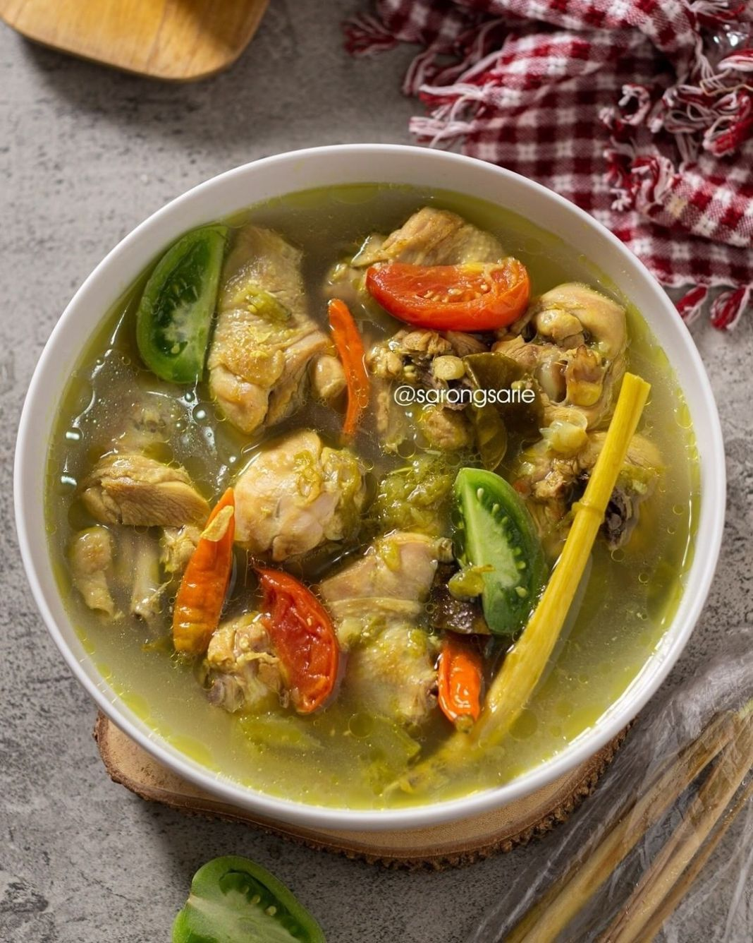 Info kuliner, AYAM PINDANG SERANI ide lauk hari ini by @sarongsarie   Bahan: – 1 kg ayam (Saya bagian paha baw…