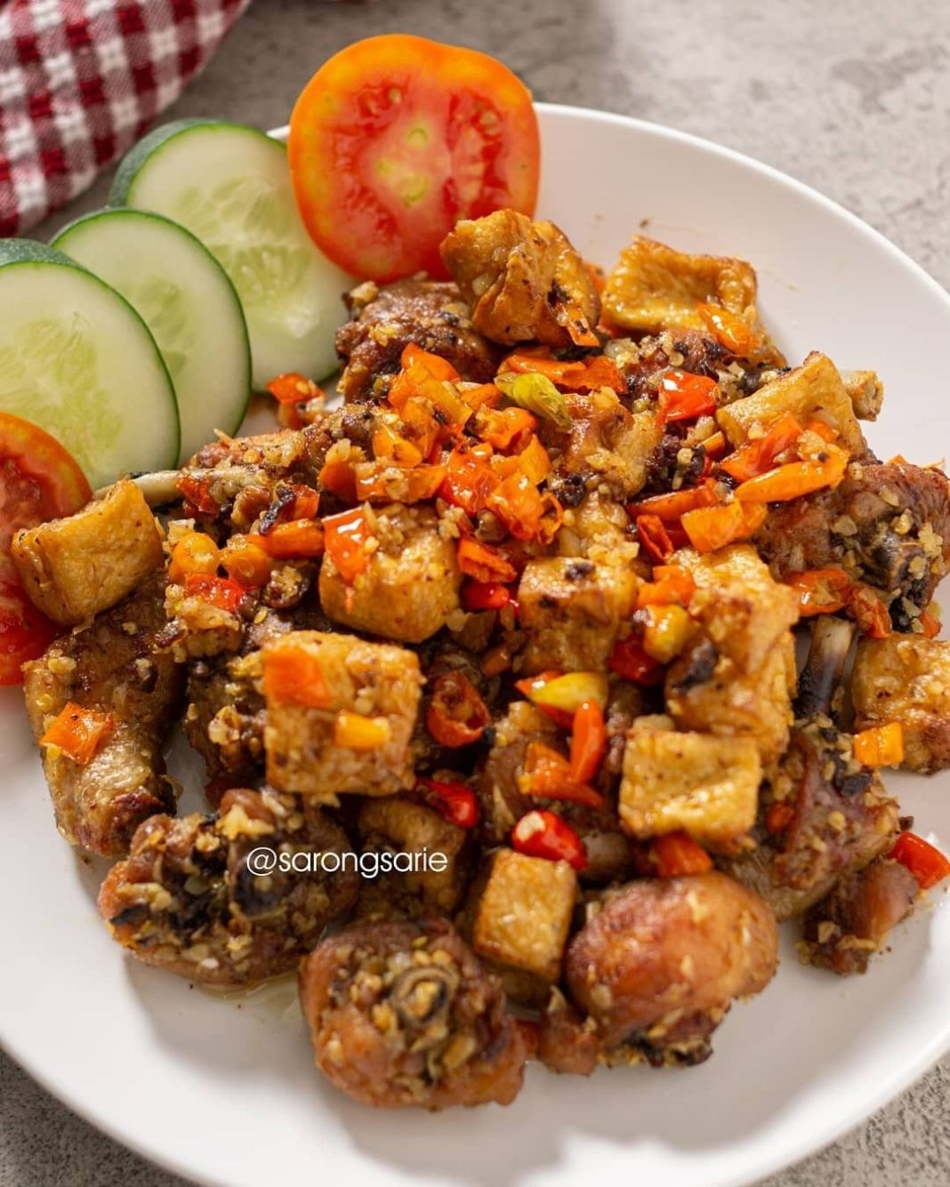 Info kuliner, AYAM TAHU CABE GARAM Ide menu lauk hari ini buibu~  by @sarongsarie   Bahan Ayam serta Tahu: – 50…
