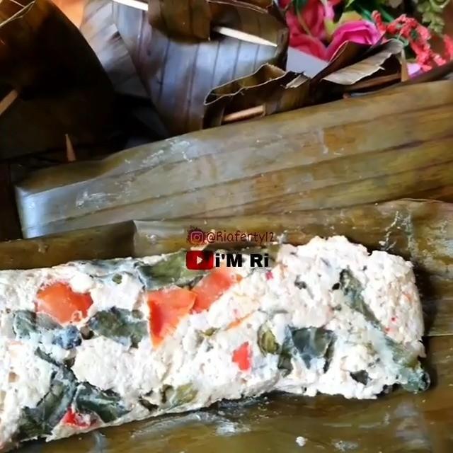 Info kuliner, cobain nih pepe tahu ayam! PEPES TAHU AYAM By@riaferty12 #masakanria  Bahan :  6 kotak tahu pu…
