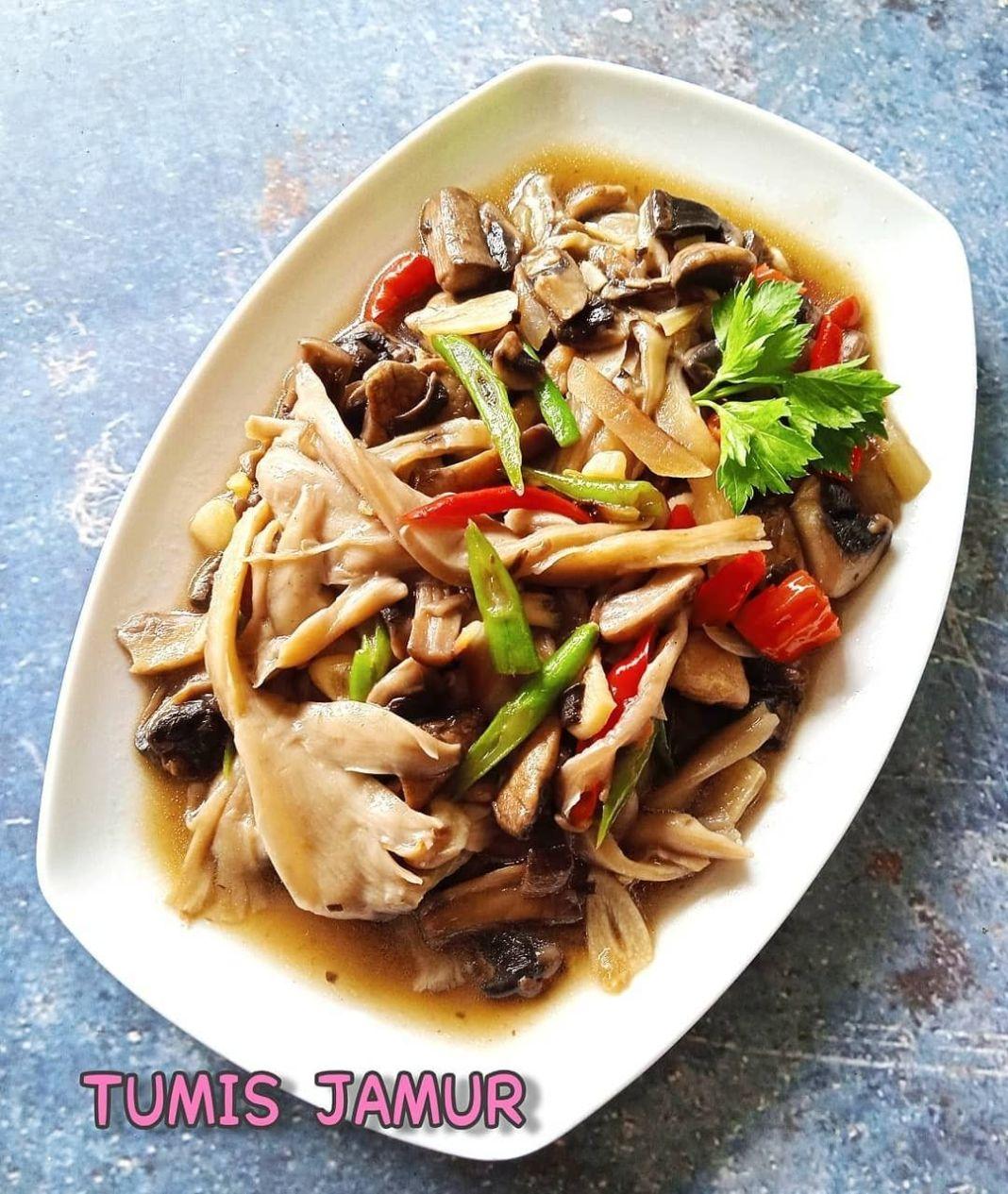 Info kuliner, untuk yg simple simple aja yuk!  -Tumis Jamur-  -4 sendok makan minyak goreng -2 siung bawang pu…