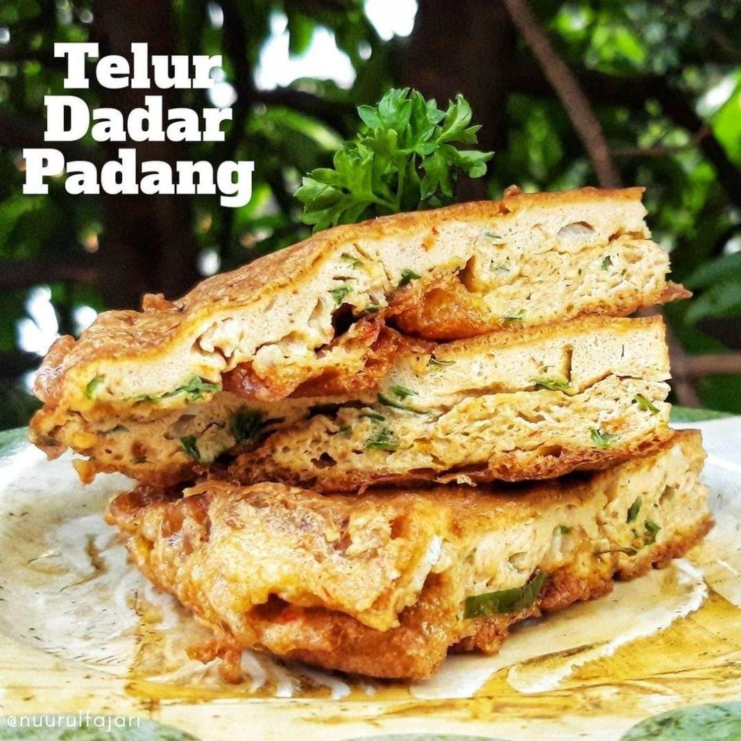 Info kuliner, Telur Dadar Padang   Ngeliatnya jadi pengen bikin lagi, soalnya selalu suka sama proses bikin…