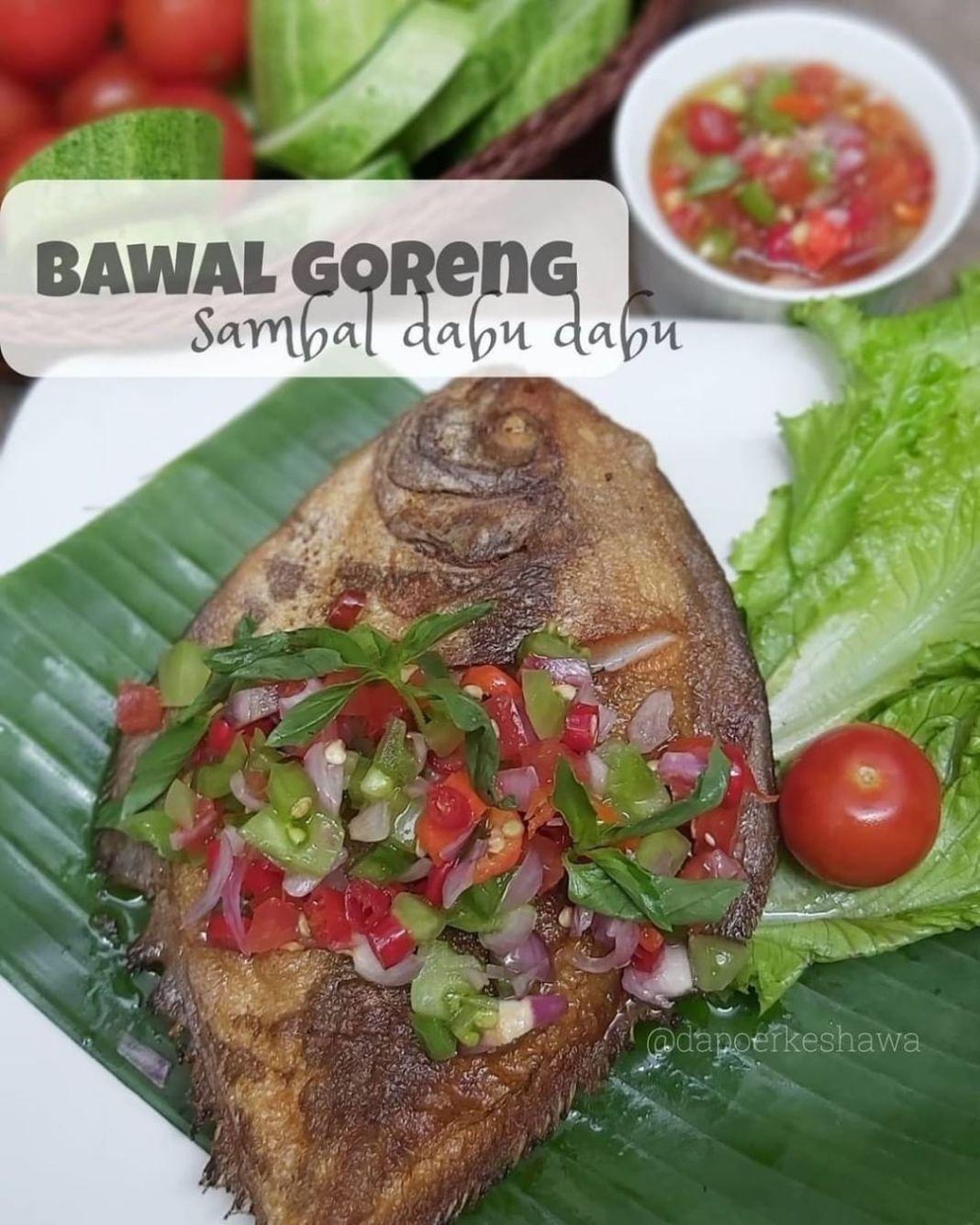 Info kuliner, masak yg simpĺe serta pedes aja.. bawàl digoreng, sambal iris2 ( lg malas nguleg) +lalapan nasi h…