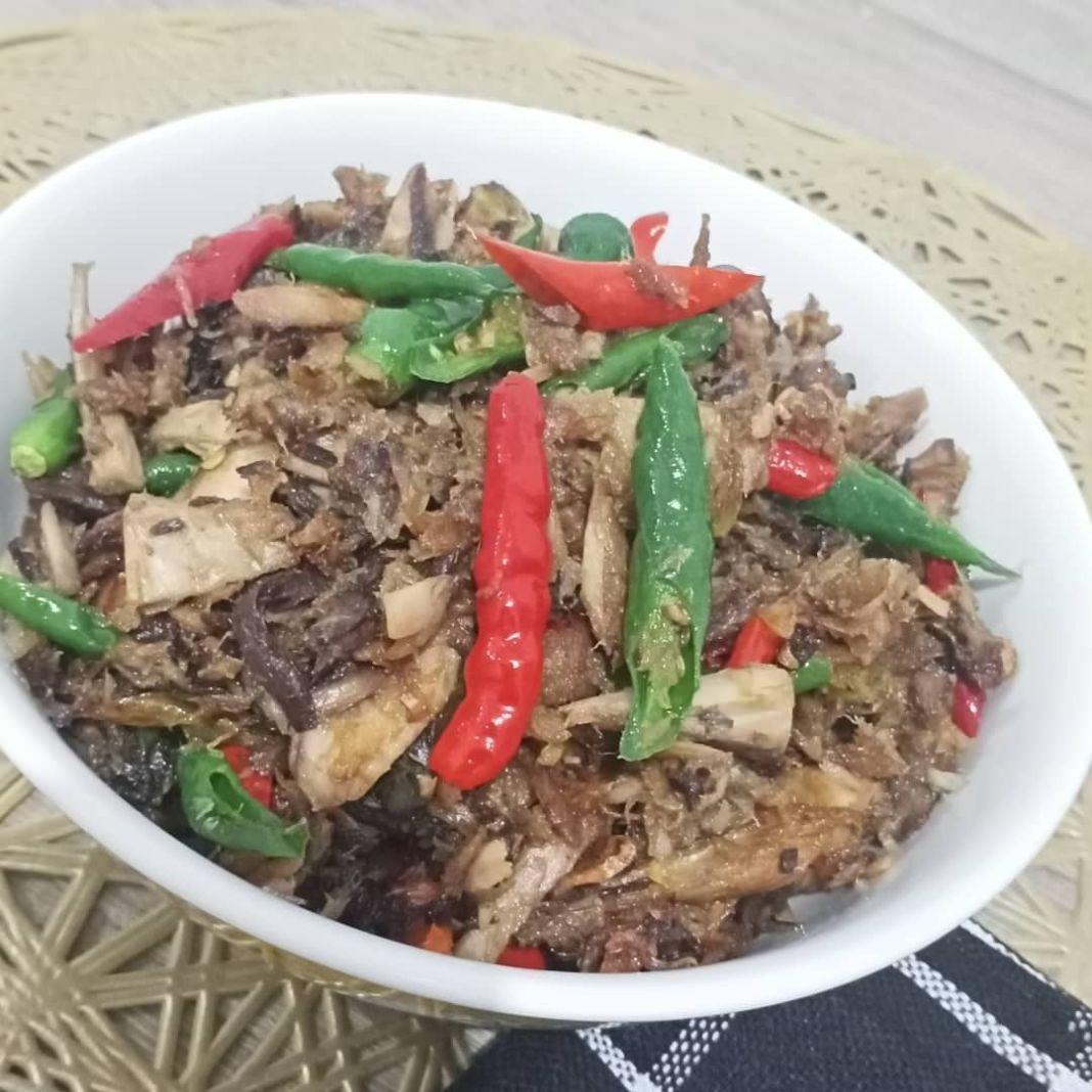 Info kuliner, dimakan sama nasi anget enak gt nihhh Orek tongkol cabe . Bahan: Ikan tongkol 1/4 kg Cabe ijo 5…