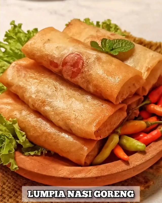 Info kuliner, lumpia atau nasi goreng nih jadinyaaa? LUMPIA NASI GORENG  Bahan : Kulit lumpia secukupnya 2 pi…
