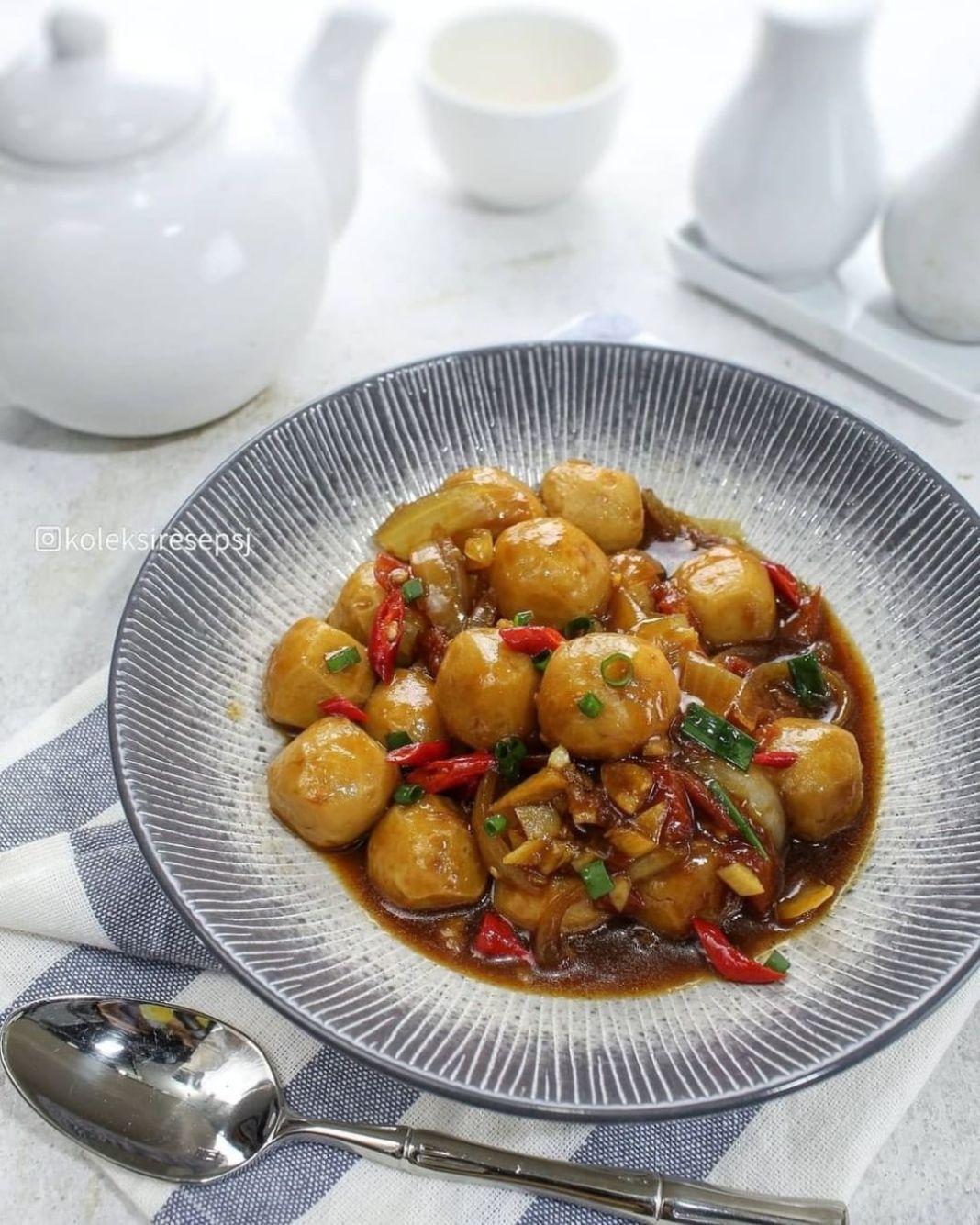 Info kuliner, TUMISAN BAKSO by@koleksiresepsj . Bahan: 1 SDM minyak goreng 2 butir bawang putih 1/2 bawang b…