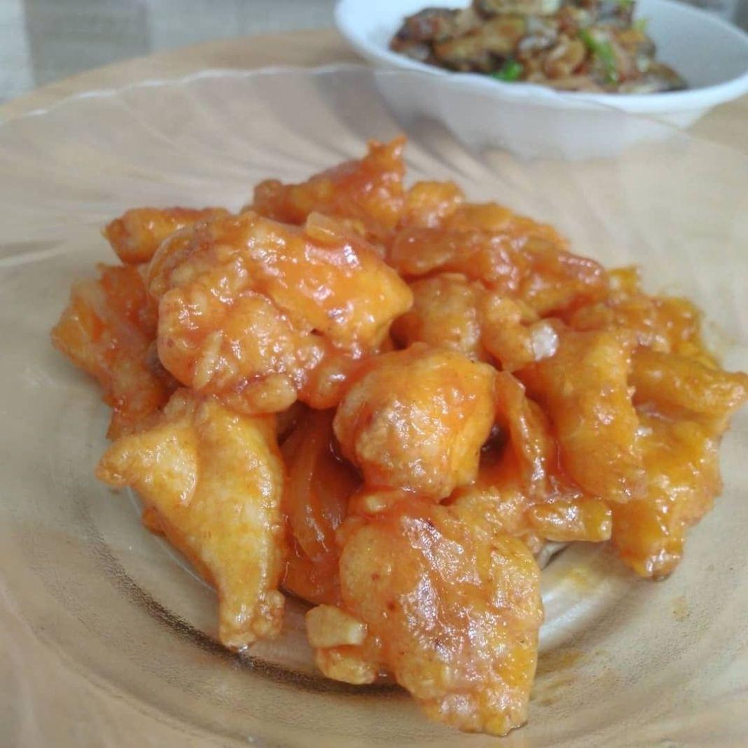 Info kuliner, menu sore yang simpel aja, dapat dicoba!  AYAM GORENG SAUS ASAM MANIS  Bahan: 250 gram dada ayam…