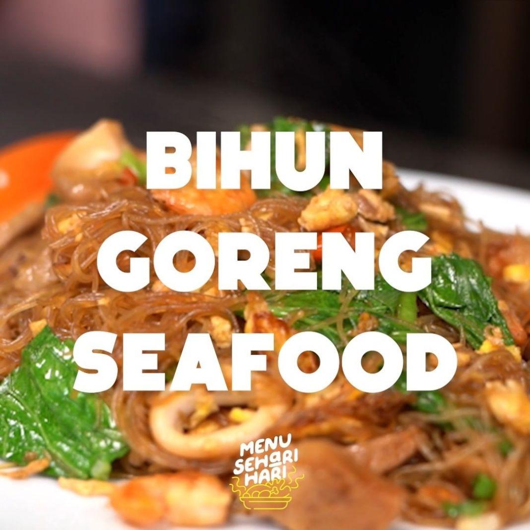 Info kuliner, Bihun Goreng Seafood Bikin bihun goreng seafood dirumah yuk. Ini tuh enak banget, dijamin rasan…