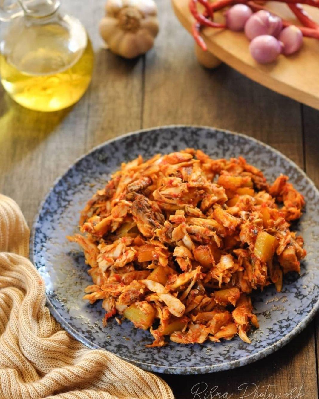 Info kuliner, Sambel cakalang kentang By @rismawati.jumalang . Bahan 150gram ikan cakalang yg sudah dimasak, …