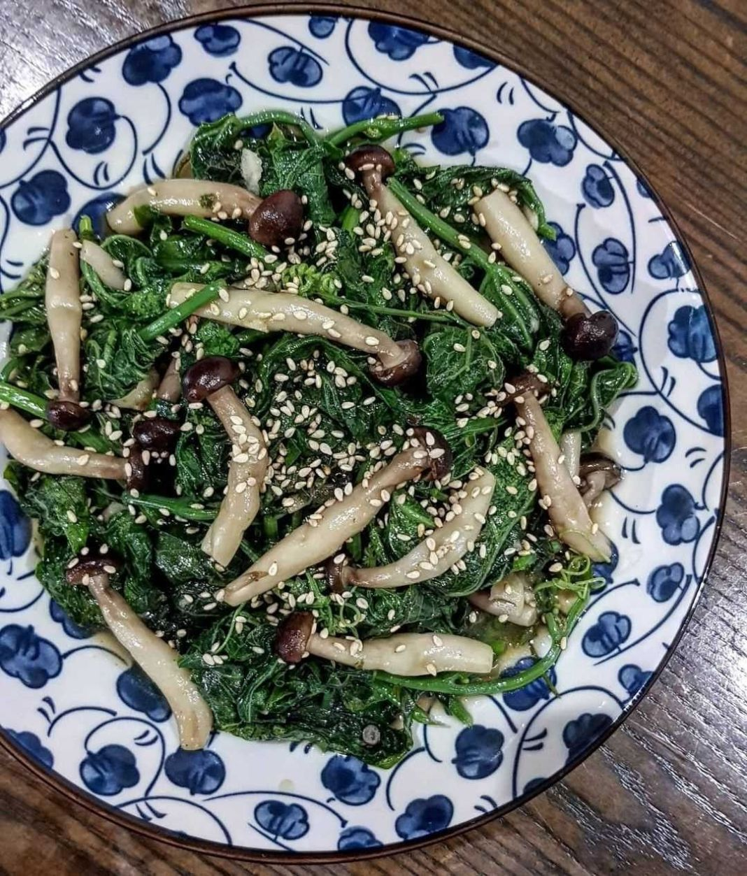 Info kuliner, Tumis Daun Pucuk Labu  Bahan : 2 ikat daun pucuk labu, petik serta cuci bersih 100 gr Jamur shime…