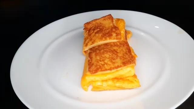 Info kuliner, One Pan Egg Toast. Menu sarapan simple. . Resep ini cocok untuk kalian yang mau sarapan ga pake …