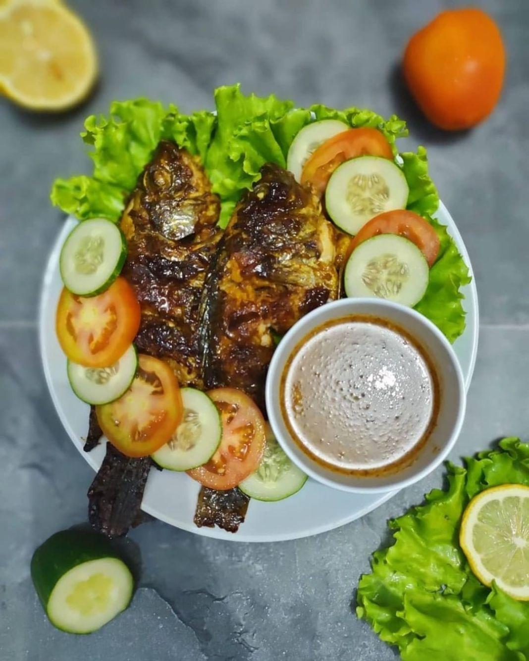 Info kuliner,    mungkin dapat untuk nambah referensi kalian nih   Bahan : 3-4 ekor ikan nila ukur…