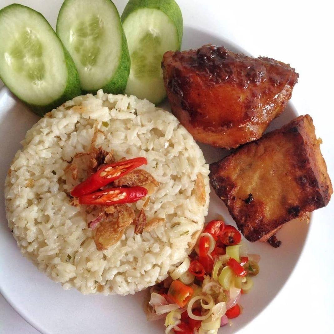 Info kuliner, lauk ayam sih gabakal ada yg nolak, yakannn . AYAM PANGGANG MANIS . . . . Bahan: 1/2 kg ayam (a…