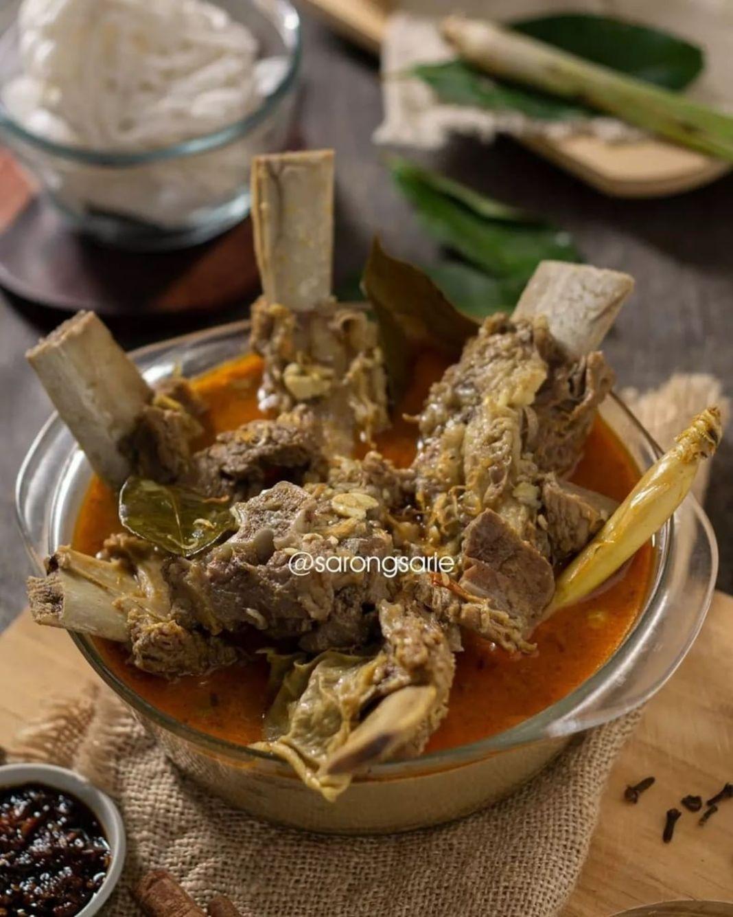 Info kuliner, yang masih punya lebihan daging iga, bikin ini aja yuk! nagih bgt nihh  GULAI IGA SAPI by @saro…