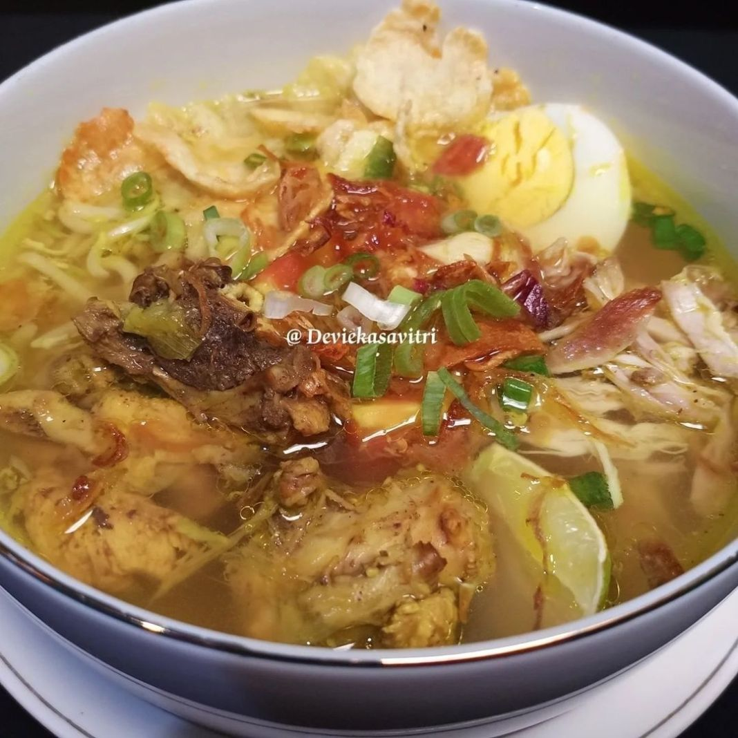 Info kuliner, SOTO AYAM BENING   Bahan-bahan : √ 1/2 Kg Tulangan Ayam (untuk Kaldu) √ 1/4Kg Paha/Dada Ayam (U…