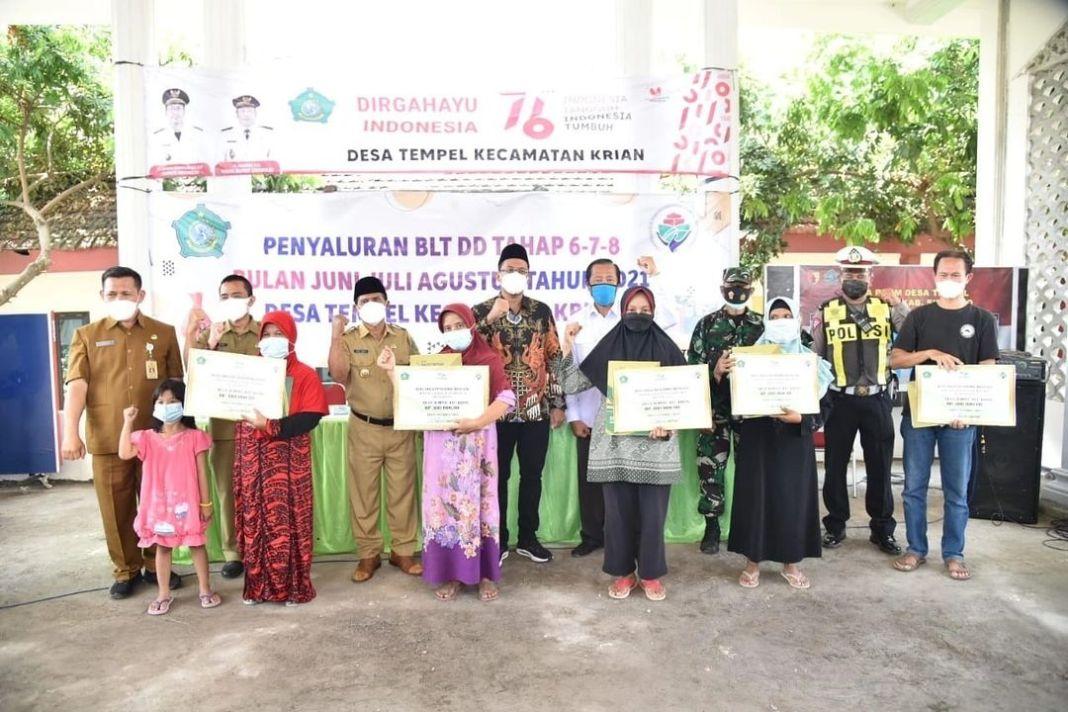 Bupati Sidoarjo Mulai Salurkan BLT Dana Desa pada Puluhan Warga Desa Tempel Kecamatan Krian…