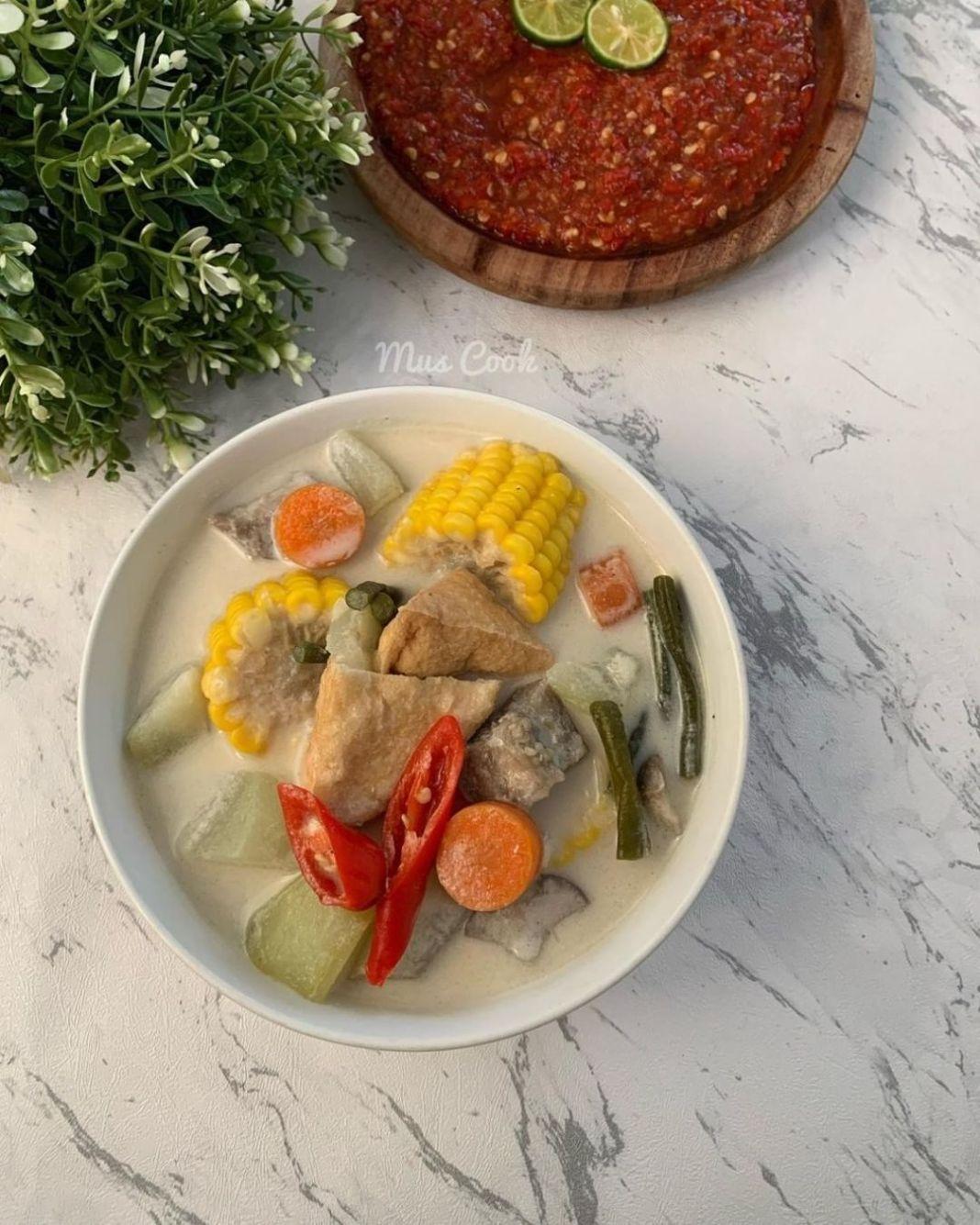 Info kuliner, Sayur lodeh  menu satu ini paling cocok dgn ada ikan goreng atau Ayam goreng isiannya komplit  …