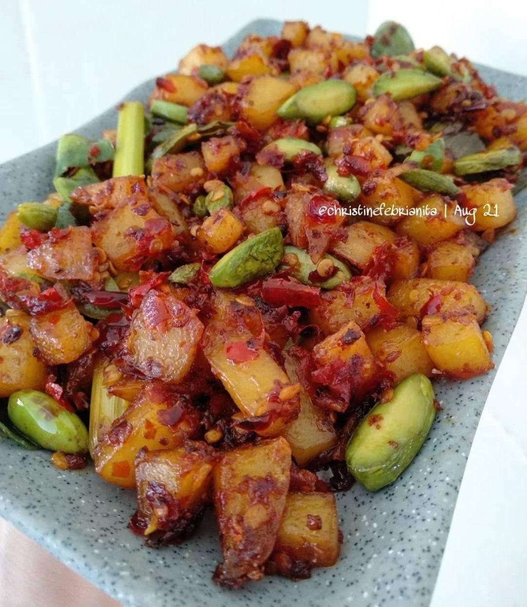 Info kuliner, sambel goreng kentang pete  Bahan : 1 buah kentang ukuran sedang 50gr pete 2sdm bumbu merah das…
