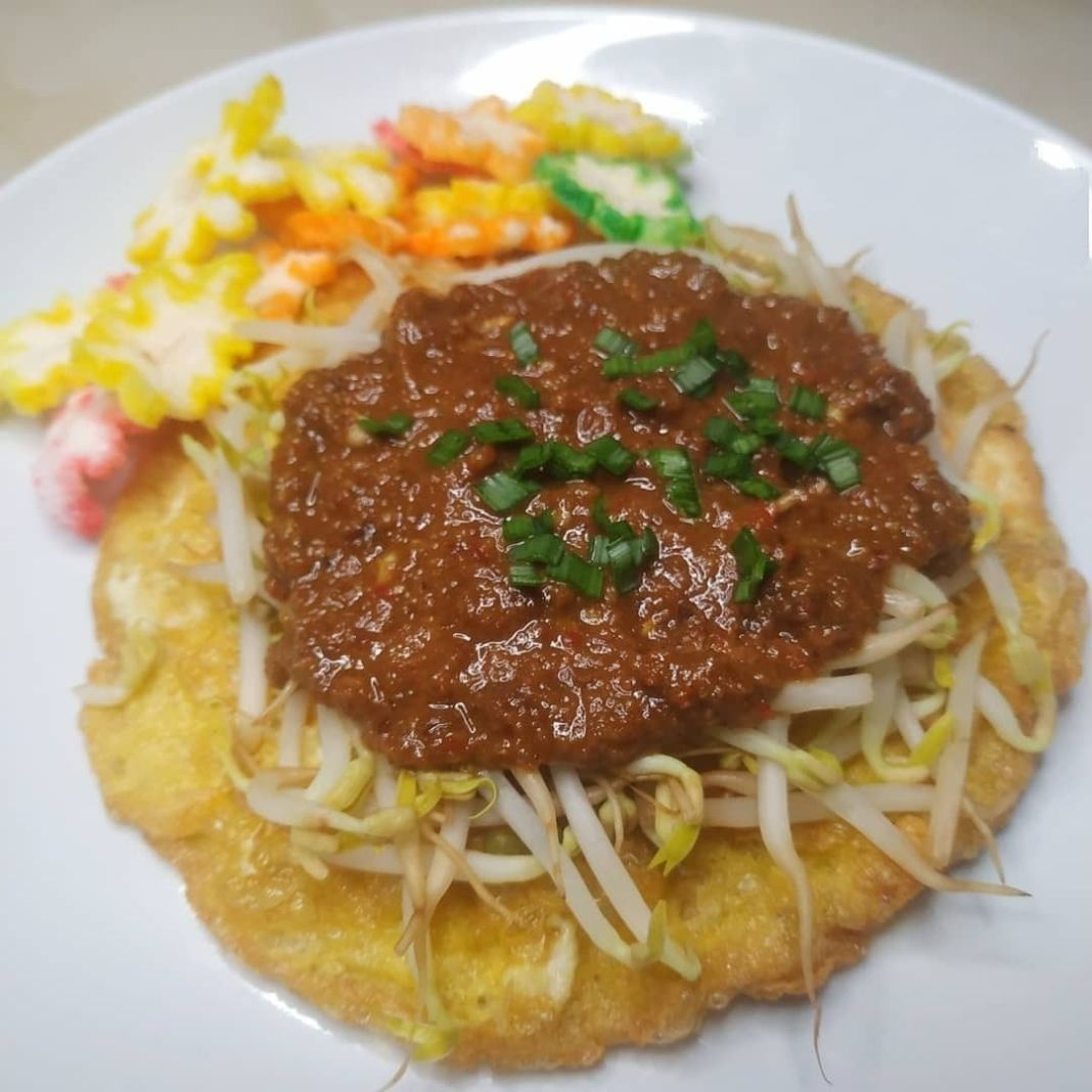 Info kuliner, Tahu Tek Surabaya  Bahan A : 1 butir telur kocok lepas 1 tahu sutra/putih potong kotak Secukupn…