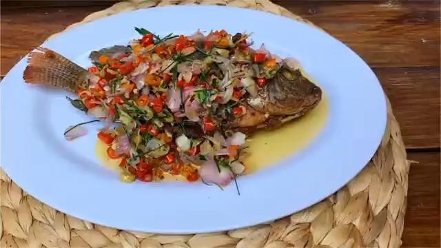 Info kuliner, Bikin hidangan simpel dengan rasa istimewa ya guys. Ikan mujair sambal matah.  Bahan – bahan ny…