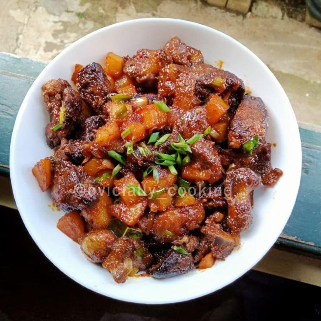 Info kuliner, Menu makan siang , dimakan pake nasi anget udah mantep nih   Masakan rumahan yang kalau udah ga…
