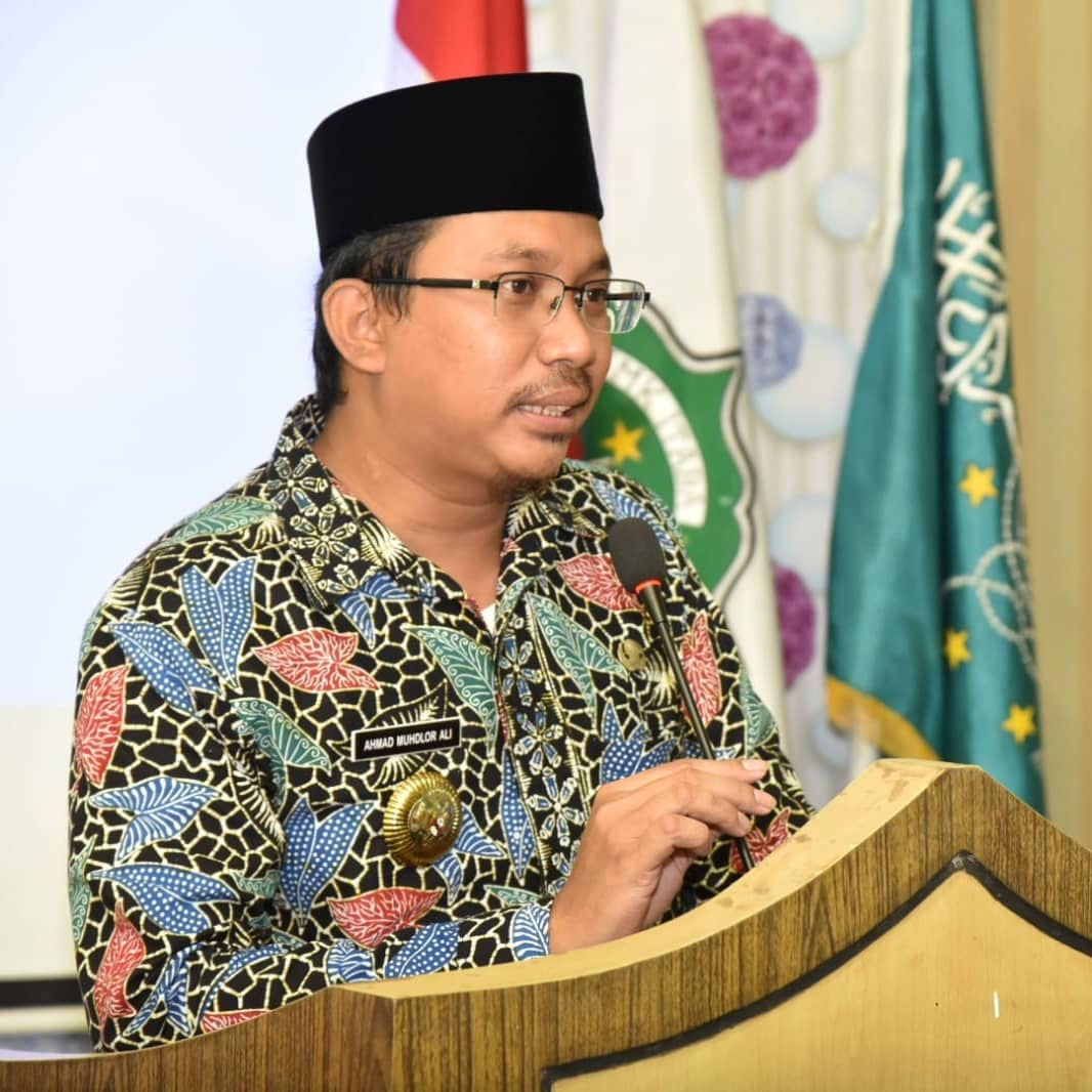 Bupati Sidoarjo H. Ahmad Muhdlor Ali didampingi Kepala Dinas Tenaga Kerja Sidoarjo membuka Kegi…