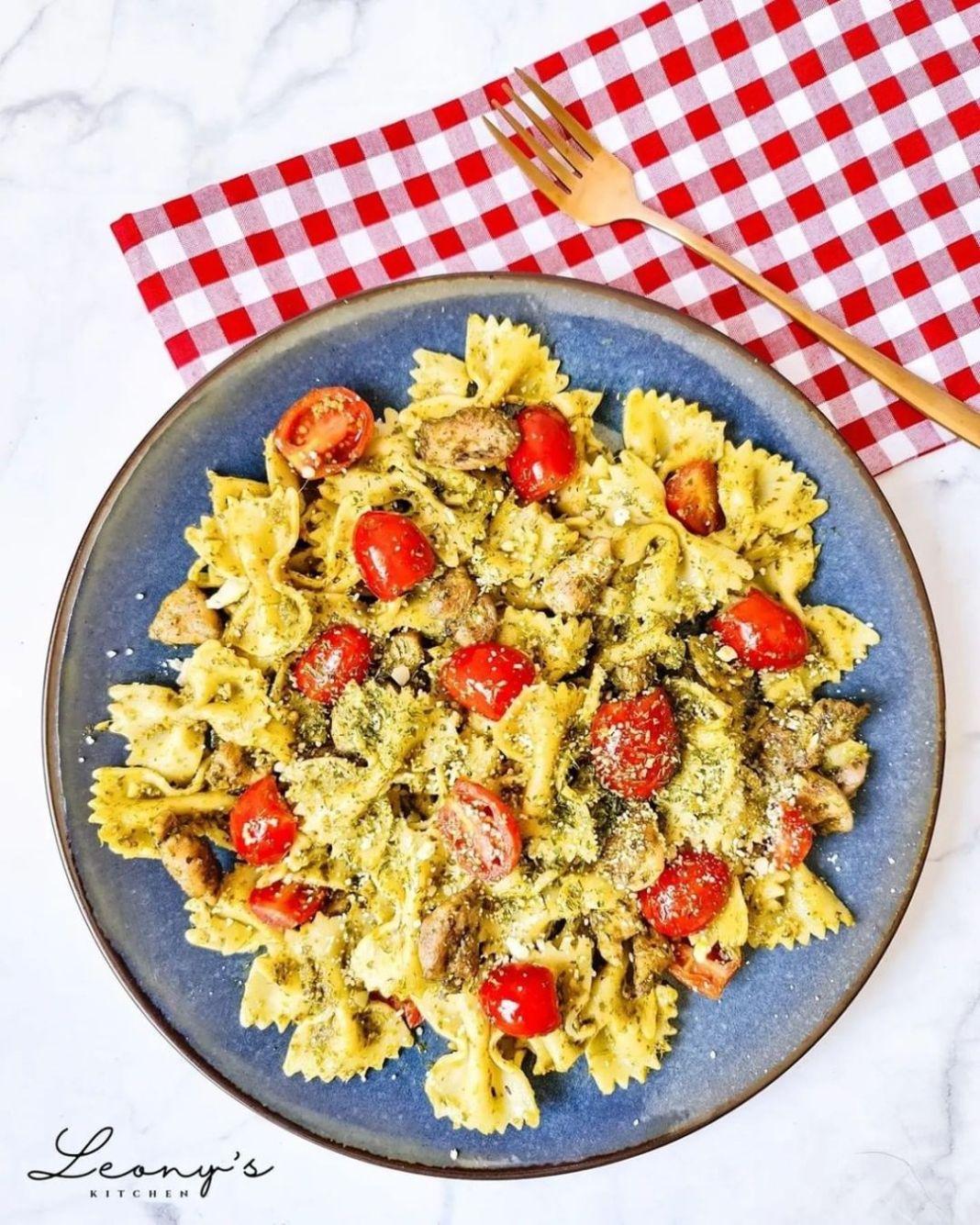 Info kuliner, masak ala ala italian yuuuk! bikin pasta inii  Chicken pesto pasta  4 servings  INGREDIENTS: 1 …