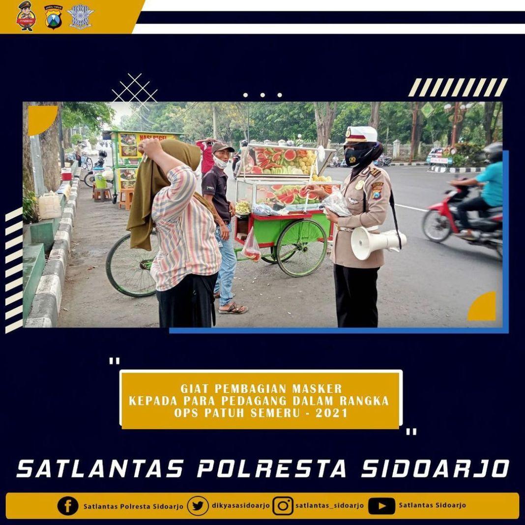 Bagi masker gratis dalam operasi Patuh Semeru – 2021, tetap patuhi protokol kesehatan  #polisib…