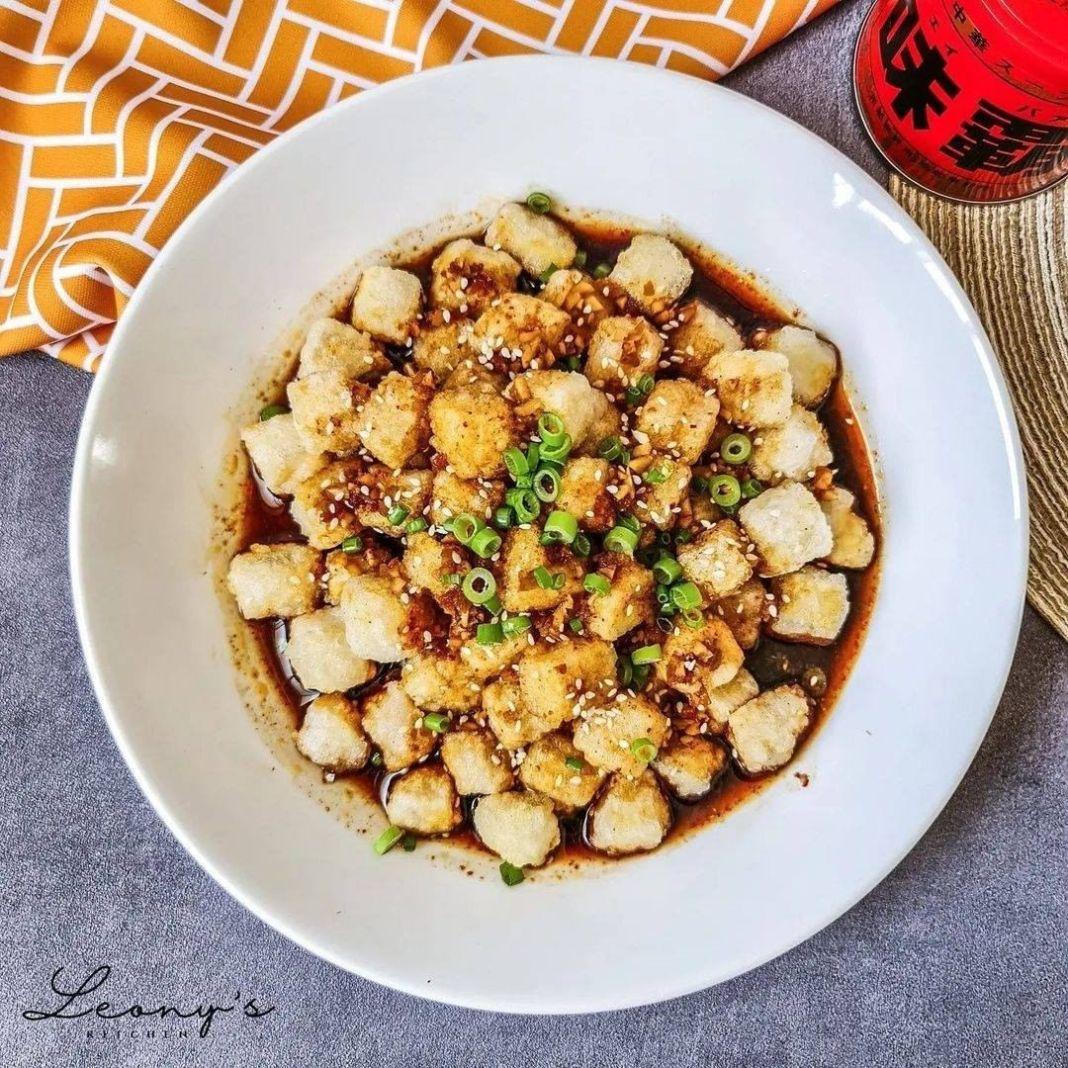 Info kuliner, No no, ini bukan pempek   Spicy sesame tofu  4 porsi (4 servings)  BAHAN: (INGREDIENTS:) 300 gr…