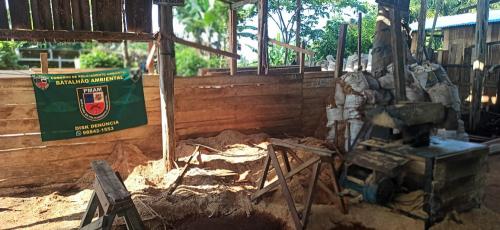 Ação de policiamento Ambiental fecha serraria clandestina e apreende madeira de origem ilegal em Manacapuru