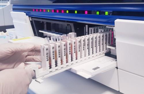 Laboratório do Hospital Delphina Aziz já realizou mais de meio milhão de exames em 2021