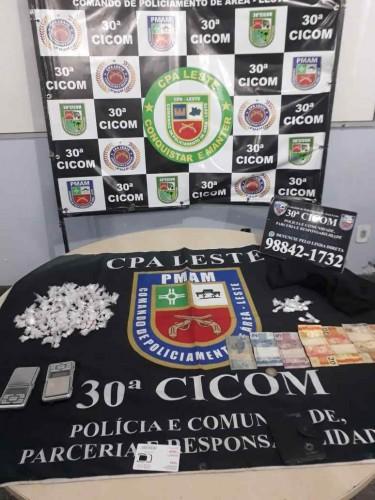 PM-AM detém dois indivíduos e apreende adolescente e mais de 120 trouxinhas de drogas na zona leste
