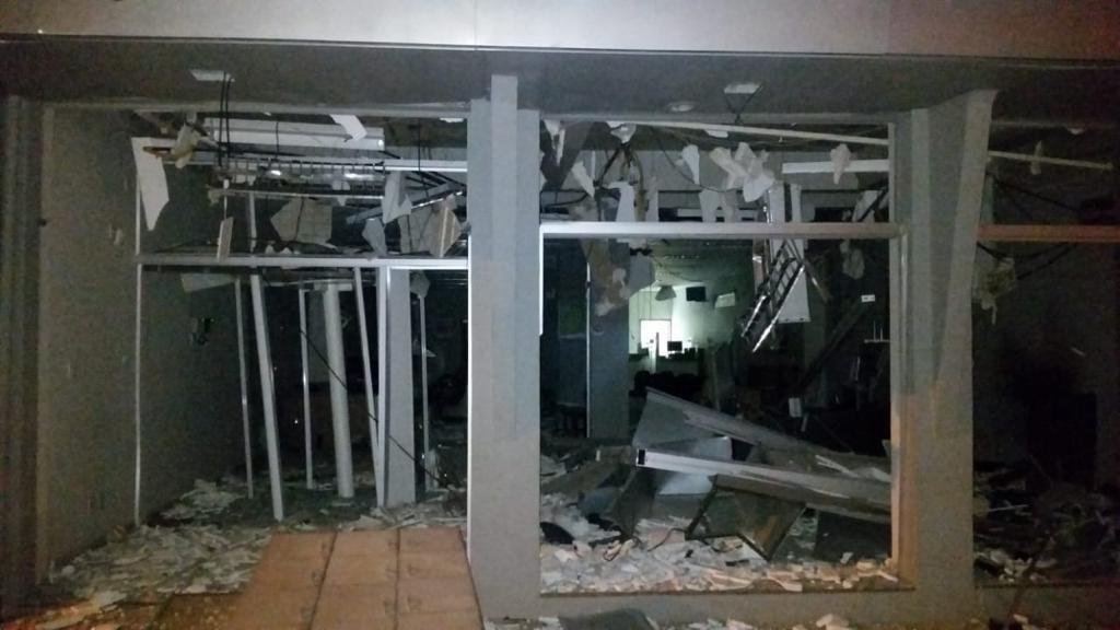 Bandidos explodem agências do Sicredi e Banco do Brasil em Abatiá