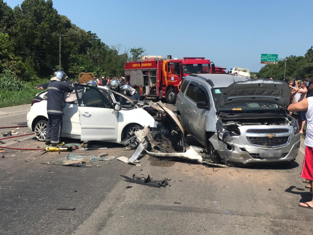 Paraná: Caminhão invade pista contrária e causa acidente na BR-277; um morto e nove feridos