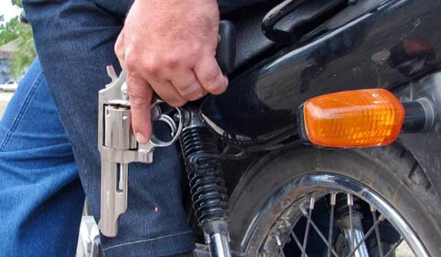 Homem é morto a tiros por garupa de motocicleta